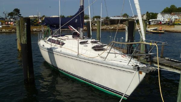 Jeanneau Sunshine 36 Stbd Bow at the Dock