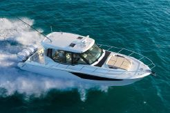 2021 Boston Whaler 405 Conquest