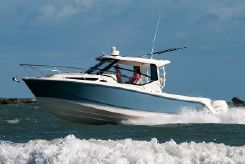 2021 Boston Whaler 325 Conquest