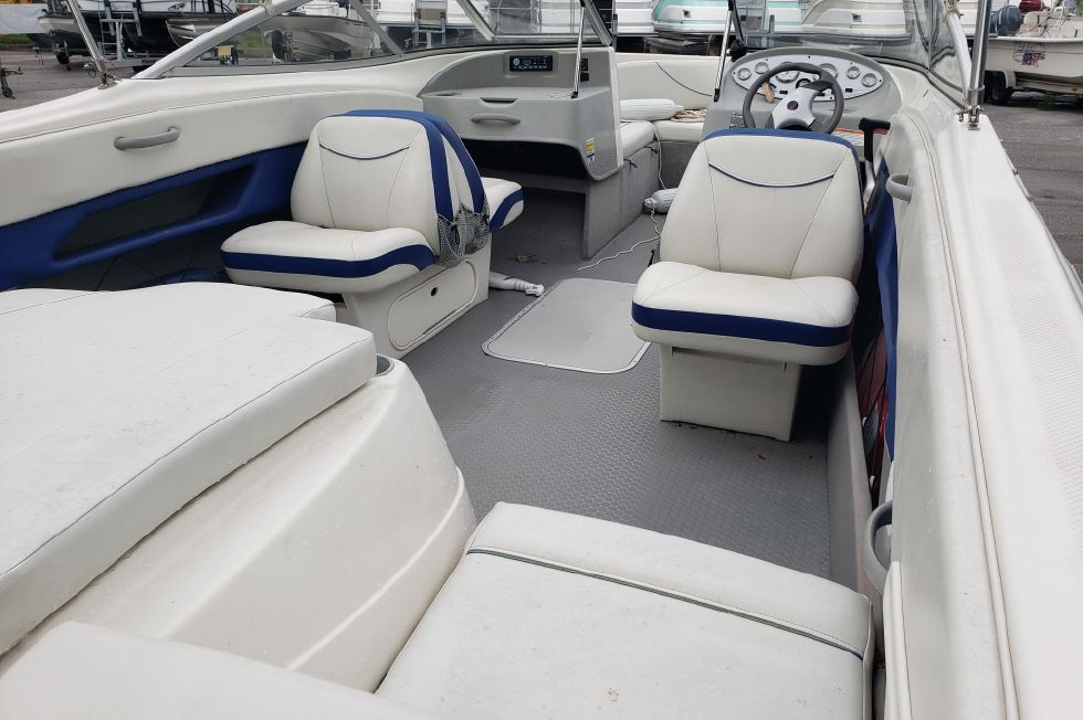 2007 Bayliner 215 Discovery