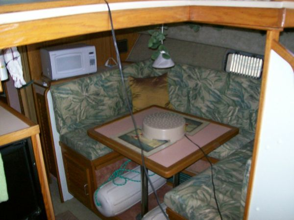 1986 Silverton Aft Cabin OWNER MOTIVATED!! - Dinette