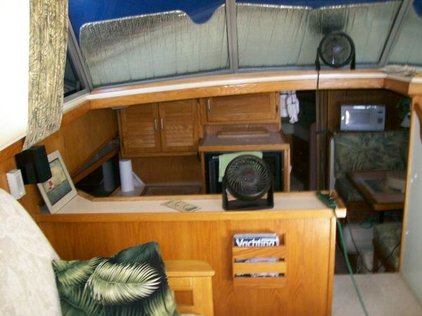 1986 Silverton Aft Cabin OWNER MOTIVATED!! - Salon Fwd Port