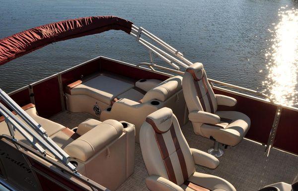 2017 Bentley Pontoons 223 Elite Rear Lounger