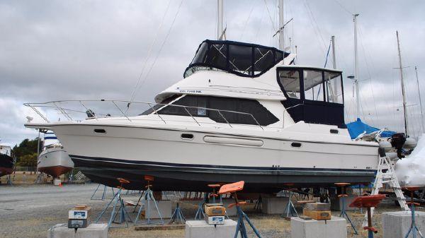 Bayliner 4087 Aft Cabin Motoryacht Profile View