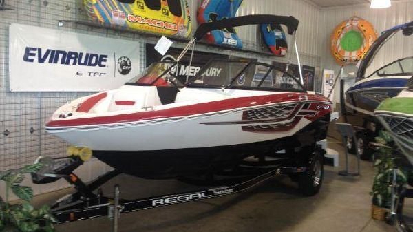 Regal 1900 ESX Bowrider red 1900esx.jpg