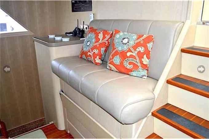 1990 Broward Custom Extended - Pilothouse Helm Seat