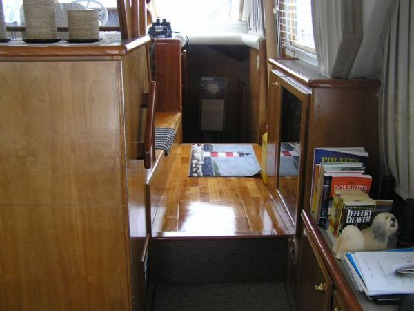 1999 Navigator Pilothouse Extra Clean! Major Price Reduction!!