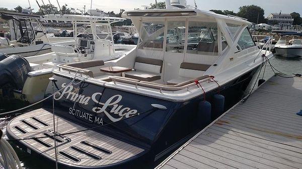 Tiara 3100 Coronet Starboard At Dock.jpg
