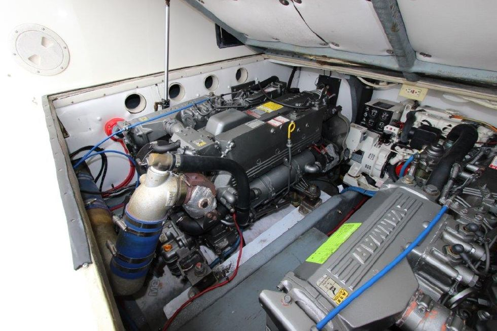 2002 Carolina Classic 28 - Engine & Mechanical Equipment 2 - Port Engine