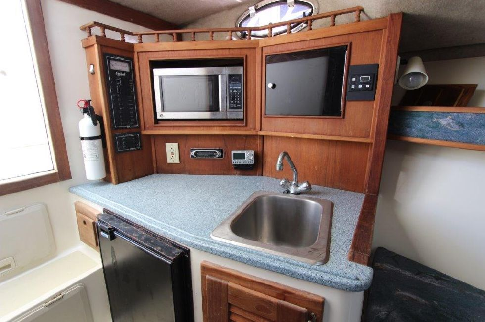 2002 Carolina Classic 28 - Galley