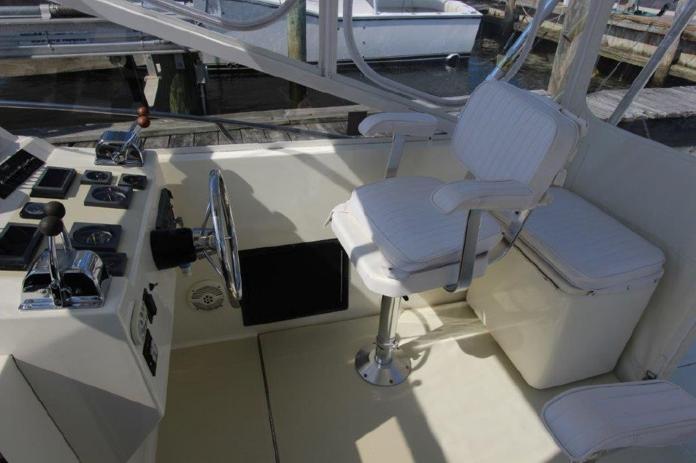 2002 Carolina Classic 28 - Deck 3 - Helm Seat