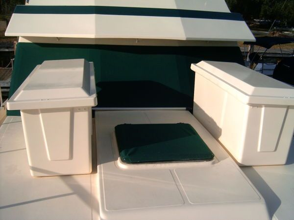 1987 Present Sundeck - Bow lockers