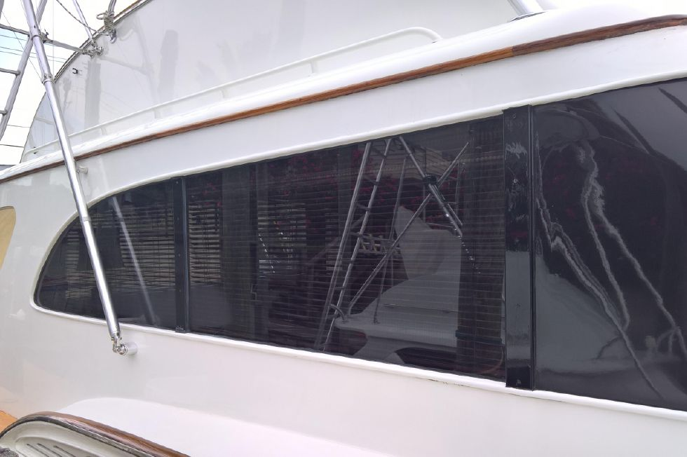 Gleaming Paintwork Starboard Profile