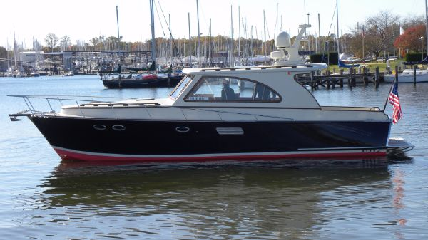 Windsor Craft by Vicem Yachts 40 Enclosed Salon