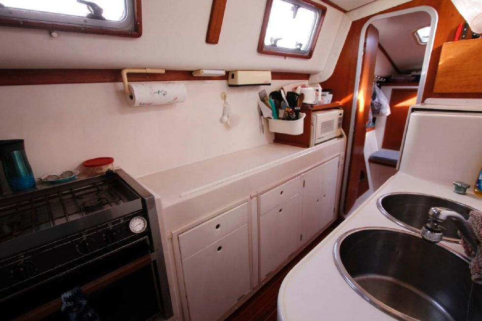 PDQ 36 Galley in Port Hull