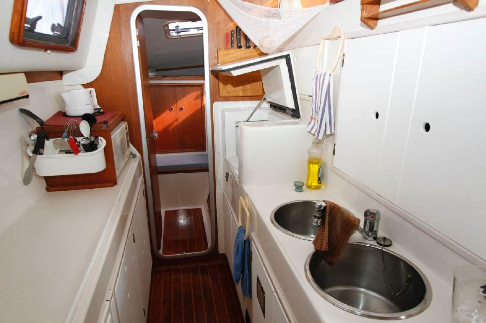 1993 PDQ Capella - PDQ 36 Galley Down Portside