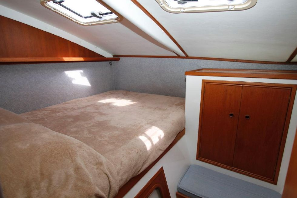 1993 PDQ Capella - PDQ 36 Master Stateroom Starboard