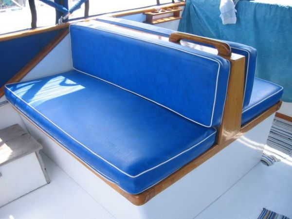 1978 Marine Trader Double Cabin - Flybridge seating