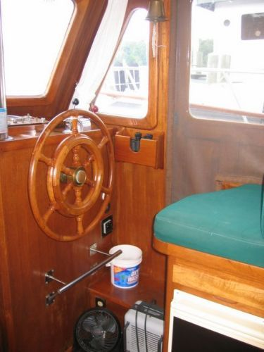 1978 Marine Trader Double Cabin - Lower helm