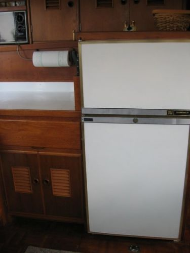 1978 Marine Trader Double Cabin - Fridge