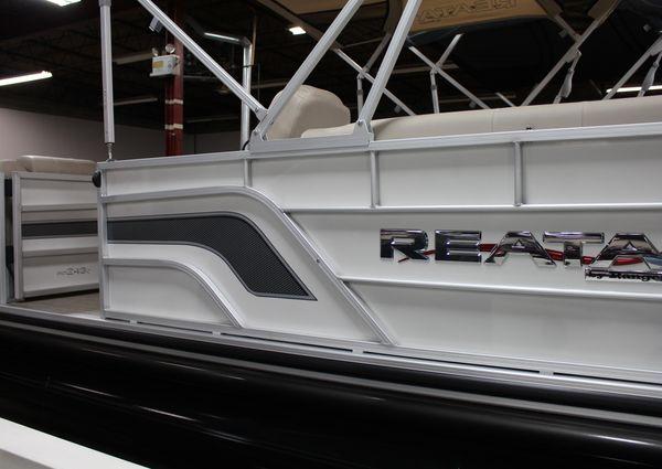 Ranger Reata 243C Pontoon image