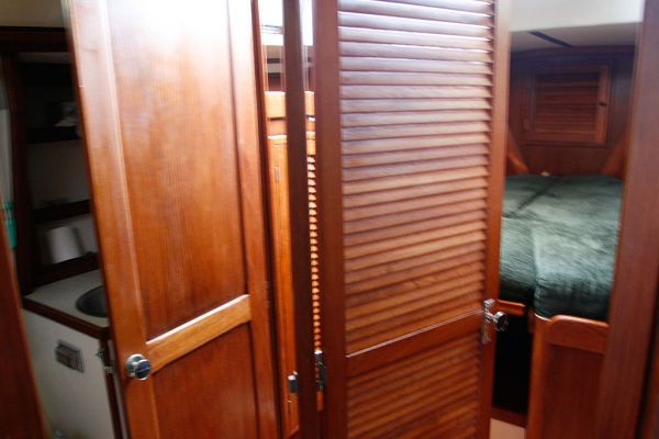 1977 Tartan Centerboard sloop - Dual Access to the Head