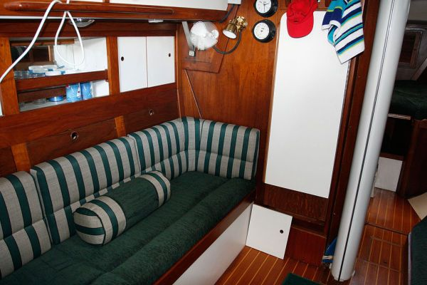1977 Tartan Centerboard sloop - Pristine interior w/all teak refinished and all new interior cushions