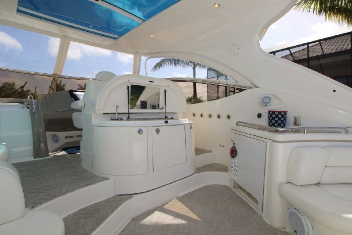2004 Cruisers Yachts Broker Connecticut