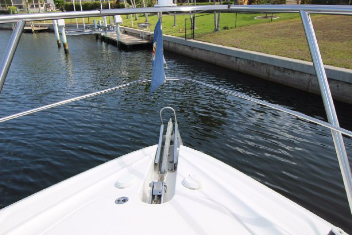 2004 Cruisers Yachts Sell New England