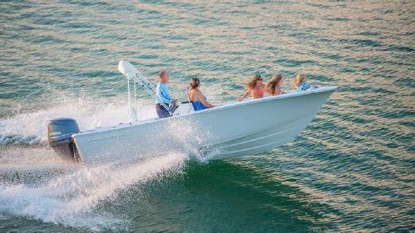 Sportsman Boats Island Reef 19