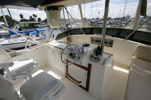 1986 Ocean Super Sport - Helm Station