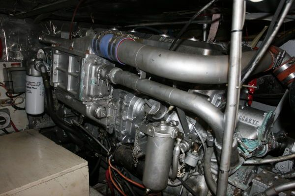 1986 Ocean Super Sport - Starboard Engine