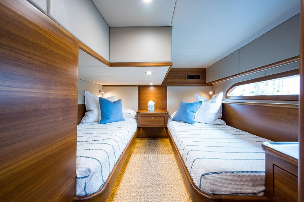 2017 Grand Banks 44 Eastbay SX - Guest Stateroom, Port