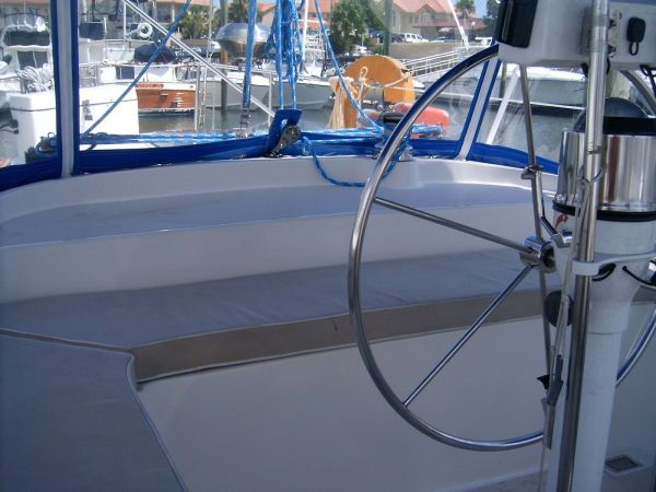 1989 Morgan Classic Sloop - Spacious cockpit with cushions