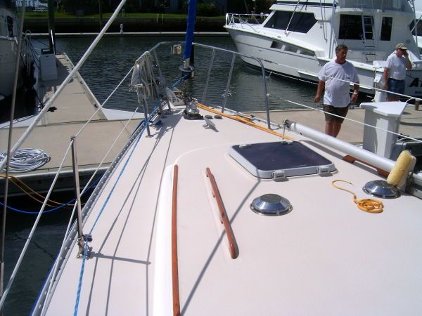 1989 Morgan Classic Sloop - Looking forward-  decks are clean and solid!