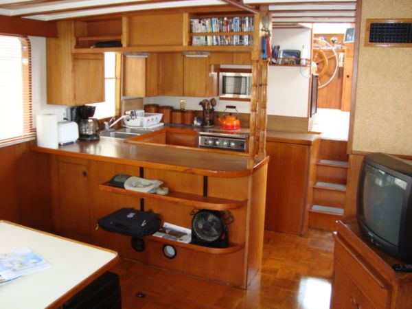 Saloon - galley