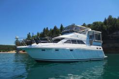 1995 Cruisers Yachts 3650 Motor Yacht