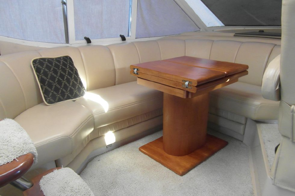 2001 Cruisers Yachts 5000 Sedan Sport - 2001 Cruisers 50 Dining Area