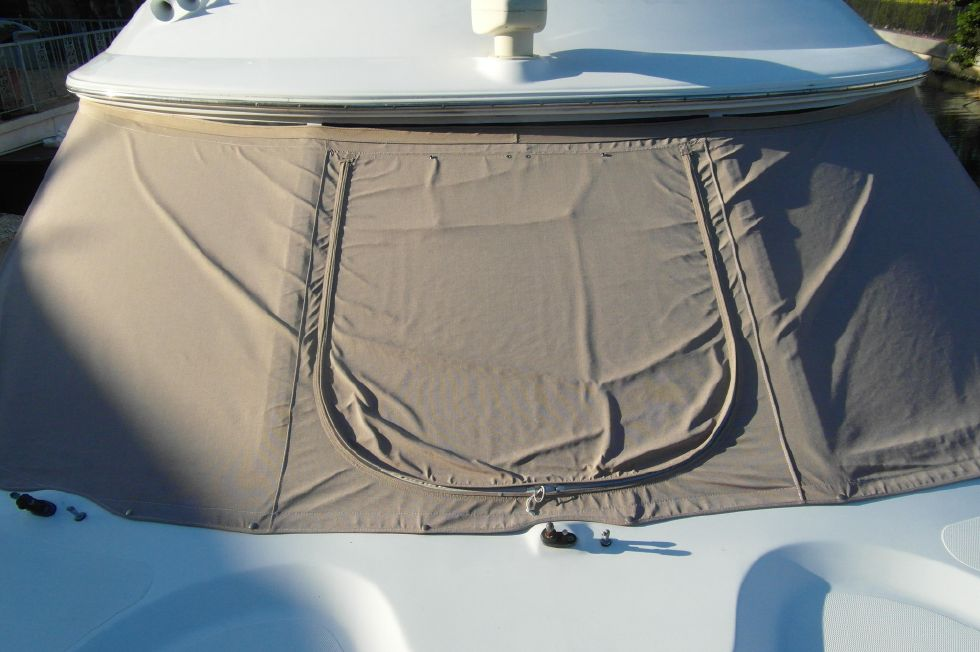 2001 Cruisers Yachts 5000 Sedan Sport - 2001 Cruisers 50 Windshield