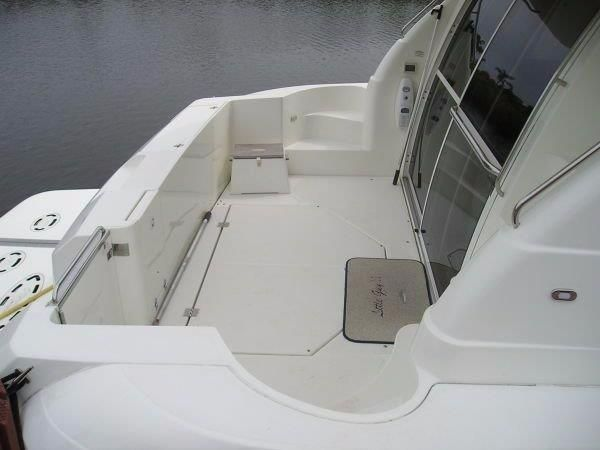 2001 Cruisers Yachts 5000 Sedan Sport - 2001 Cruisers 50 Aft Deck and Entry to Salon