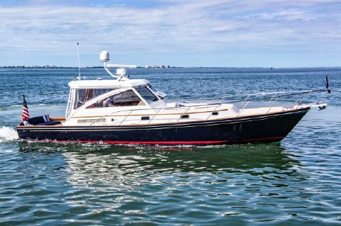 2003 Hinckley Little Harbor WhisperJet - This 2003 40' Hinckley Little Harbor WhisperJet for sale - SYS Yacht Sales