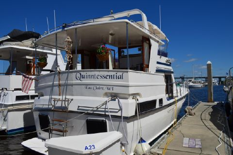 1997 Novatec Heritage East 40 Sundeck Trawler - Novatec/Heritage East 40 At The Dock