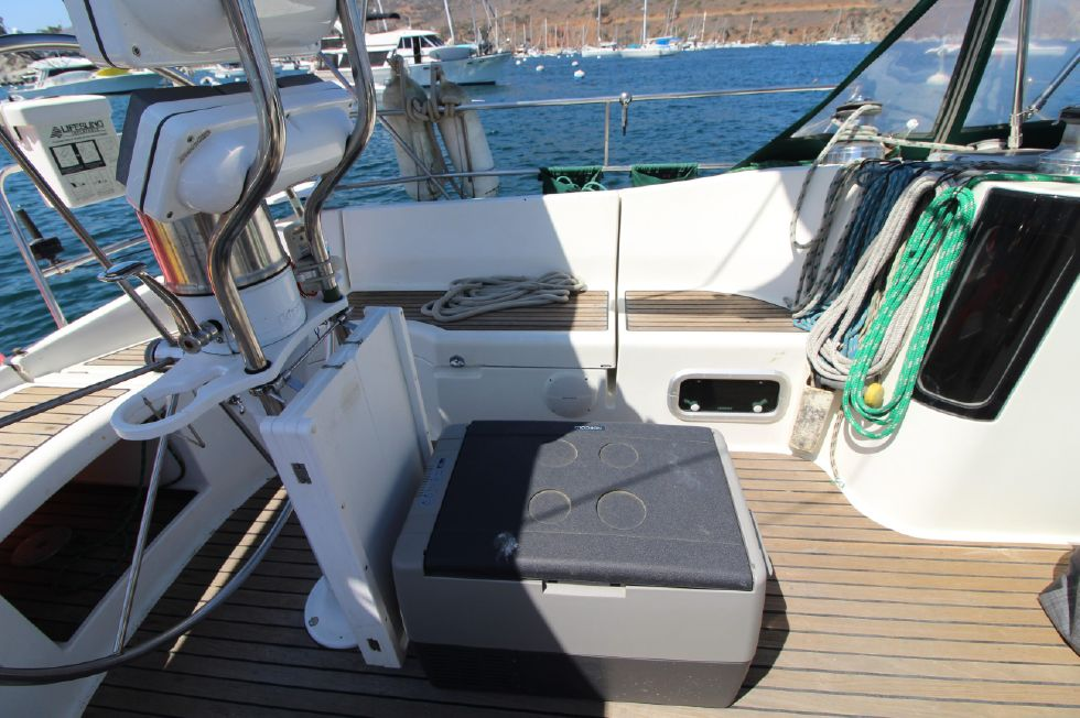 1993 Beneteau Oceanis - Cockpit with standalone refrigerator