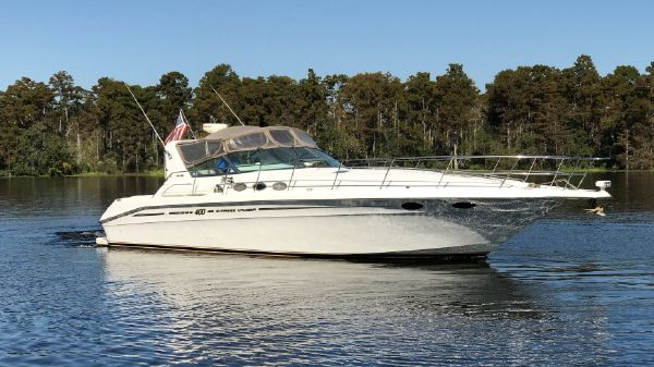 Sea Ray 400 Express Cruiser Profile