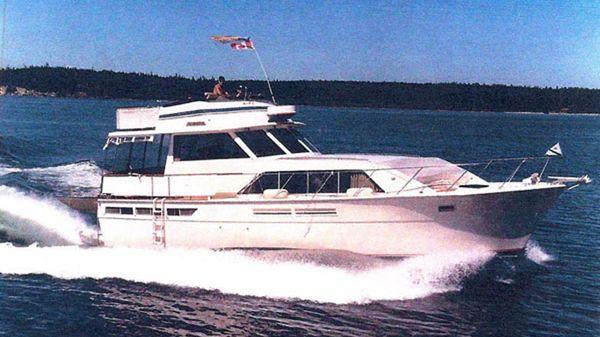 Pacemaker Tricabin Motoryacht Underway!