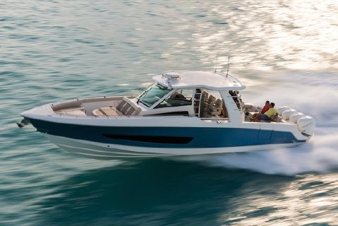 2018 Boston Whaler 420 Outrage - Manufacturer Provided Image