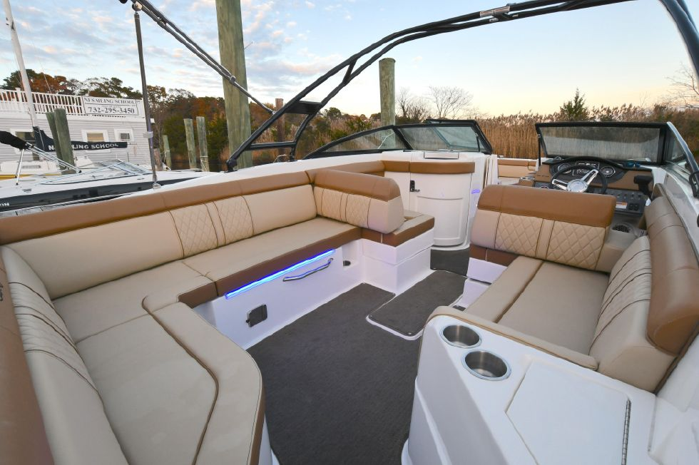 2015 Sea Ray 270 Sundeck 27 Boats for Sale - Off The Hook