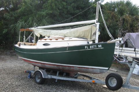 2008 Com-Pac Suncat - Dark green hull sitting on her custom trailer