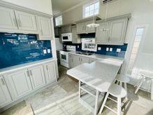 2021 Houseboat Island Life Style