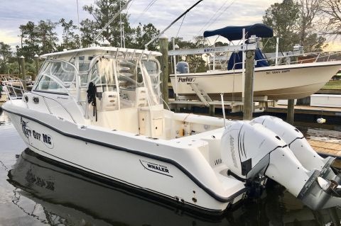 2008 Boston Whaler Conquest 305